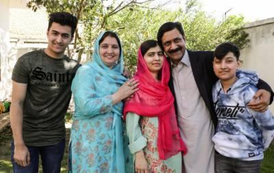 ملالہ یوسف زئی اہل خانہ کے ہمراہ برطانیہ روانہ ہو گئیں