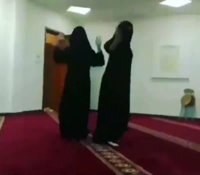 مسجد میں سعودی خواتین کے ڈانس کرنے کی ویڈیو سامنے آگئی