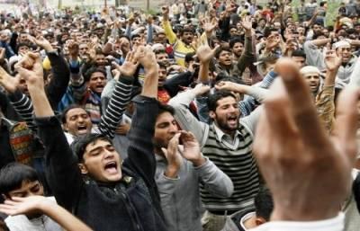 بھارتی فورسز کی مقبوضہ کشمیر میں بربریت جاری ، شدید احتجاج ، ایک ہفتے میں 20 شہادتیں