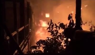 ملتان:ڈیپارٹمنٹل سٹور میں اچانک آگ بھڑک اٹھی ، قریبی عمارت لپیٹ میں آگئی
