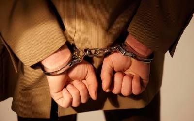 بیٹے کو 20 سال تک لکڑی کے پنجرے میں قید رکھنے کے الزام میں باپ گرفتار