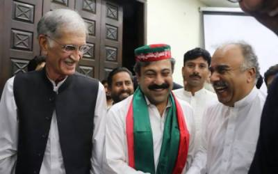 پشاور : مسلم لیگ ن کے ایم پی اے ارباب وسیم حیات پی ٹی آئی میں شامل