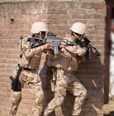 سعودی صوبہ عسیر میں فائرنگ،4 سکیورٹی اہلکار جاں بحق،2 حملہ آور گرفتار