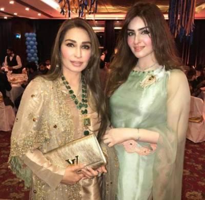 ادکارہ ریما خان کی بیوروکریٹ بہن کی خوبصورتی کے چرچے
