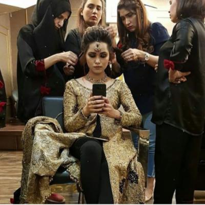 اداکارہ نمرہ خان کی عروسی لباس میں تصاویر سامنے آگئیں