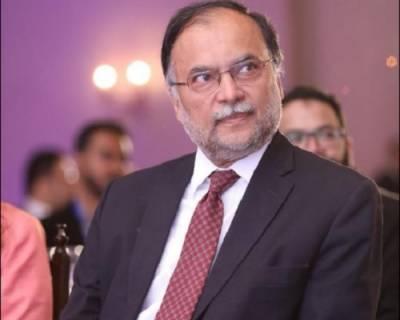 خلائی مخلوق کا توڑ پاکستان کی عوام کرے گی: احسن اقبال