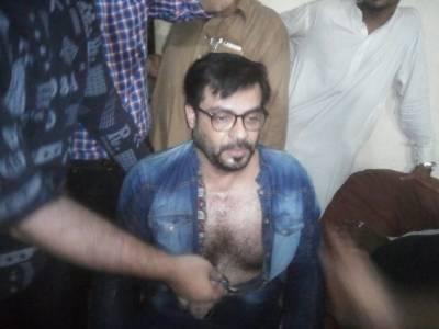 پیپلز پارٹی کارکنوں کا عامر لیاقت پر حملہ،تھانے کے اندر کپڑے پھاڑ دیے