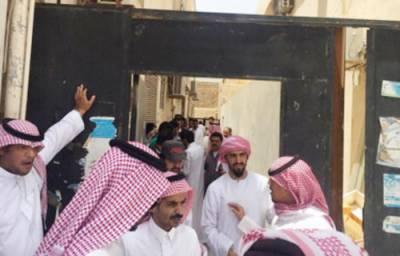 سعودی پولیس نے فلیٹ میں موبائل کی مرمت کرنے والے 36 غیر ملکی شہری گرفتار کر لیے