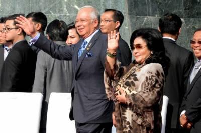 ملائیشیا کے سابق وزیراعظم اور ان کی اہلیہ پر بیرون ملک جانے پر پابندی عائد کردی گئی