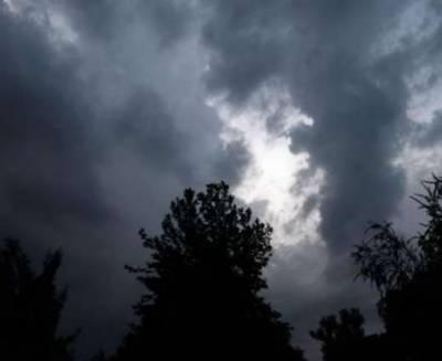 لاہور میں بادلوں کے ڈیرے،محکمہ موسمیات نے 24 گھنٹے کے دوران بارش کی پیشگوئی کردی