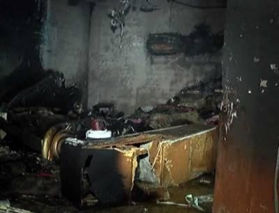 کراچی، خاتون نے گھر کو آگ لگا کر 8 افراد کو ابدی نیند سُلا دی