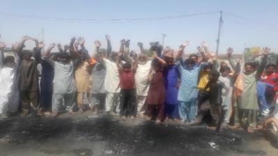 جلالپور بھٹیاں کے نواحی گاؤں میں پنکچر کے پیسے مانگنے پر غریب محنت کش کی ٹانگ توڑ دی