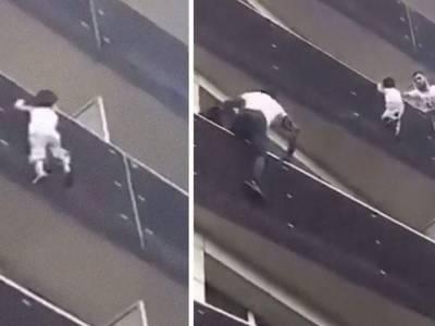 فرانس نے 4 منزلہ عمارت کی بالکونی سے لٹکے بچے کو بچانے والے'سپائیڈرمین' کو شہریت دیدی