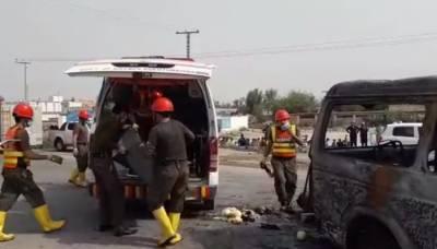 کوہاٹ میں مسافر وین میں آگ لگنے سے 6 افراد جاں بحق