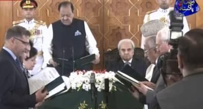 نگران وفاقی کابینہ نے حلف اٹھا لیا