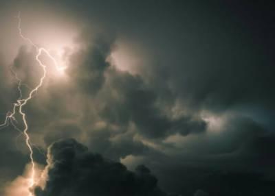 لاہور میں بارش اور تیز آندھی سے بجلی کے 00 3 فیڈرز ٹرپ کر گئے