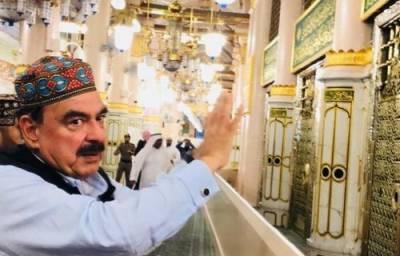 شیخ رشید عمرہ کی ادائیگی کیلئے سعودی عرب پہنچ گئے،روضہ رسول پر حاضری