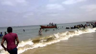 گڈانی، سمندر میں 17 افراد ڈوب گئے، 4 لاشیں نکال لی گئیں