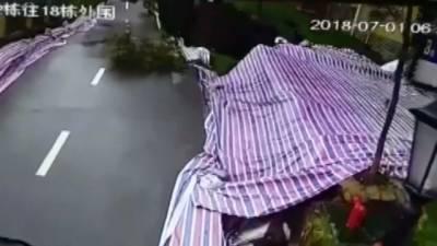 چین میں اچانک سڑک بیٹھ گئی