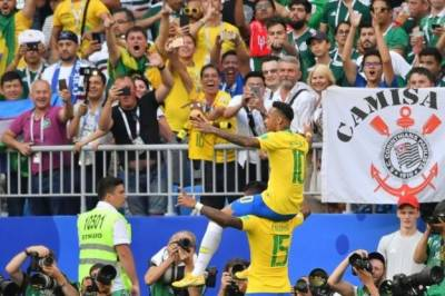 برازیل نے میکسیکو کو دو صفر سے شکست دے کر کوارٹر فائنل کے لیے کوالیفائی کر لیا