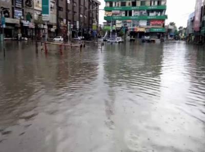 لاہور میں طوفانی بارش، شہر ڈوب گیا، کرنٹ لگنے سے 5 افراد جاں بحق