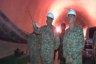 آرمی چیف کا سوات ایکسپریس وے پر زیر تعمیر ٹنل کا دورہ