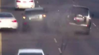 ابوظہی میں تین کاروں کے حادثے کی ویڈیو سوشل میڈیا پر شیئر کردی گئی