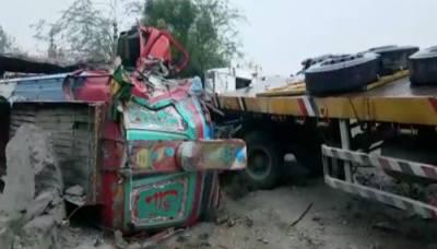 ہالا: ٹریفک حادثے میں 17 افراد جاں بحق، متعدد زخمی