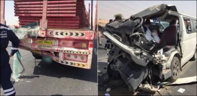 دبئی: ٹرک اور وین میں تصادم، 3 افراد جاں بحق، 8 زخمی