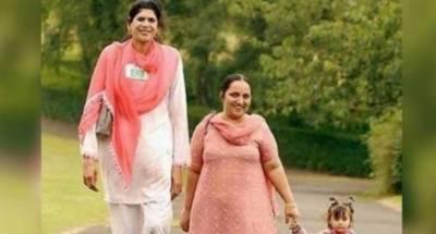 ایشیا کی طویل القامت پاکستانی خاتون زینب بی بی 46 برس کی عمر میں انتقال کر گئیں