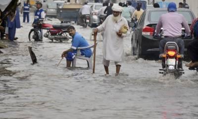 لاہور میں بارش سے موسم خوشگوار