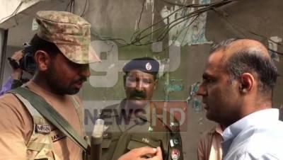 عابد شیر علی نے این اے 108 میں پولنگ رکوا دی