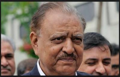 صدر مملکت ممنون حسین نے اپنا ووٹ این اے 247 کراچی میں کاسٹ کیا