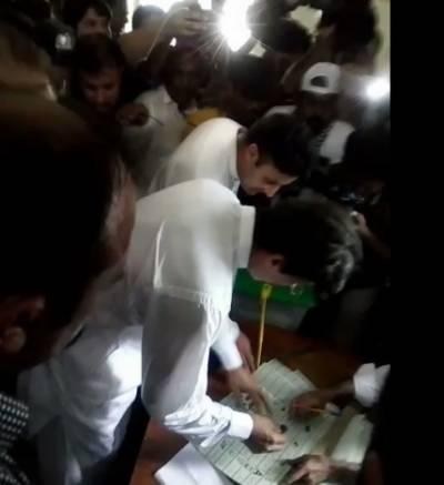 عمران خان کے سرعام ووٹ ڈالنے پر ریحام خان نے ایسی بات کہہ دی کہ عمران خان بھی حیران رہ گئے