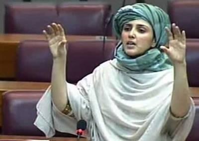ووٹر نے بیلٹ پیپر پر عائشہ گلالئی کے لیے 'آئی لو یو' لکھ دیا