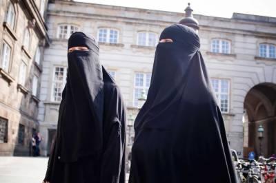 ڈنمارک میں آج سے عوامی مقامات پر نقاب پر پابندی عائد