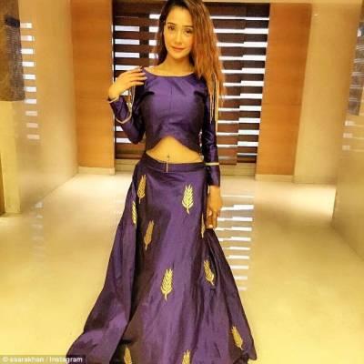 بھارتی اداکارہ سارہ خان کو مختصر لباس پہننے پرسوشل میڈیا پر شدید تنقید کا سامنا