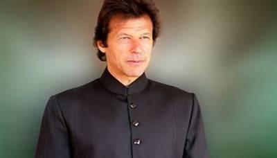 عمران خان شیروانی زیب تن کر کے وزارتِ عظمیٰ کا حلف اٹھائیں گے، فواد چوہدری