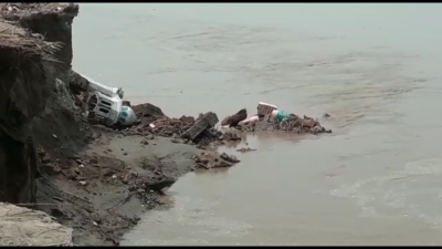 جلالپور بھٹیاں: سیلابی ریلے نے قریبی گاﺅں میں تباہی مچا دی