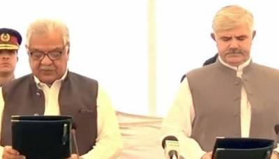 وزیراعلیٰ خیبرپختونخوا محمود خان نے اپنے عہدے کا حلف اٹھا لیا