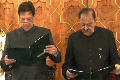 عمران خان نے وزیراعظم پاکستان کے عہدے کا حلف اٹھا لیا