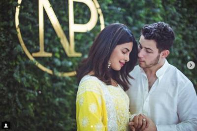 بالی ووڈدیسی گرل پریانکا چوپڑا نے امریکی گلوکار نک جونس سے منگنی کرلی