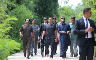 عمران خان کی ورزش کرنے کے بعد کی تازہ تصاویر سامنے آگئیں