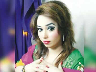 فیصل آباد میں سٹیج اداکارہ شیزہ بٹ کی گاڑی پر فائرنگ،شوہر زخمی