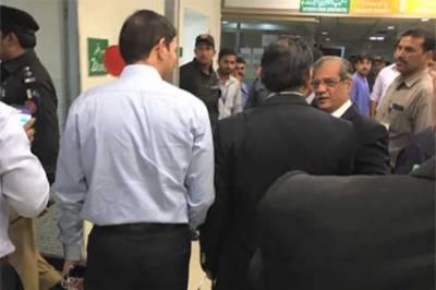 ضیاءالدین ہسپتال کا دورہ،شرجیل میمن کے کمرے سے تین شراب کی بوتلیں بر آمد ہو ئی :چیف جسٹس پاکستان