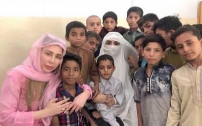 خاتون اول بشریٰ بی بی کا دارالشفقت لاہور کا دورہ،یتیم بچوں کے ساتھ دن گزارا