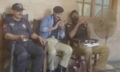 کراچی، وردی درست نہ پہننے پر ایس ایچ او احاطہ عدالت سے گرفتار