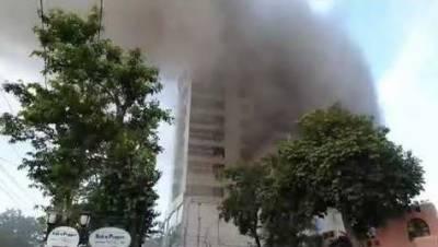 ایم ایم عالم ر وڈ پرواقع علی ٹاور پلازہ میں آگ لگ گئی