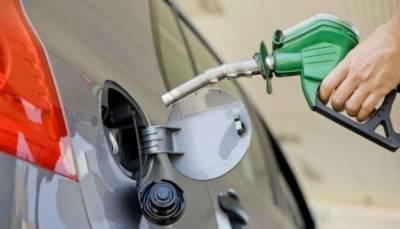 روپے کی مسلسل گرتی قدر پیٹرول 20 روپے فی لیٹر مہنگا کر سکتی ہے، اسد عمر