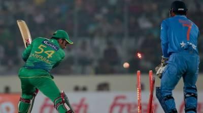 پاکستان کا بھارت کو جیت کے لئے 238 رنز کا ہدف
